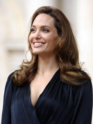 Hollywood Praises Angelina Jolie's 'Brave' Double Mastectomy Decision