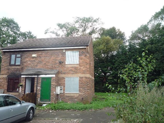 12 Limetrees Close could become Britain's cheapest home tonight - it's for sale with a starting price of £750 - Image: Robinsons Estate Agents