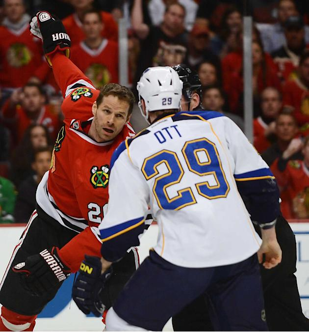 Chicago Blackhawks center Michal Handzus and St. Louis Blues center Steve Ott fight  in Game 4 of a first-round NHL hockey playoff series in Chicago, Ill. on Wednesday, April 23, 2014. (AP photo/Daily