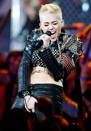 Miley Cyrus Grabs Crotch at VH1 Divas Concert