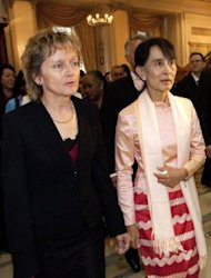 Swiss President Eveline Widmer-Schlumpf (L) stands next to Myanmar opposition leader Aung San Suu Kyi during a reception in Bern