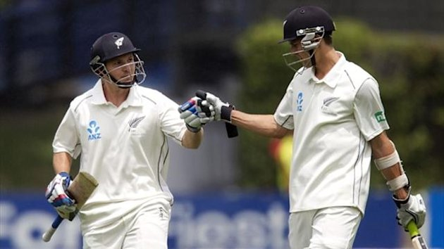 BJ Watling (L) and Trent Boult of New Zealand (AFP)