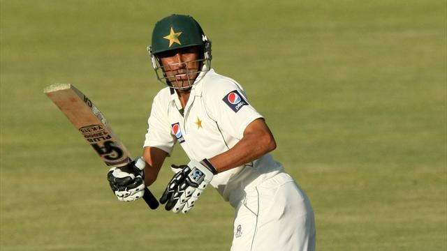Cricket - Younus leads belated Pakistan fightback