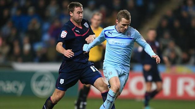 Coventry City's Gary McSheffrey and Preston North End's Joel Byrom (left)