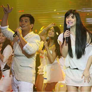Ogie Alcasid and Regine Velasquez-Alcasid (Voltaire Domingo, NPPA Images)