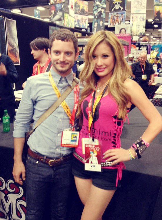 Necomimi Brainwave Cat Ears Headsets Rock Comic-Con