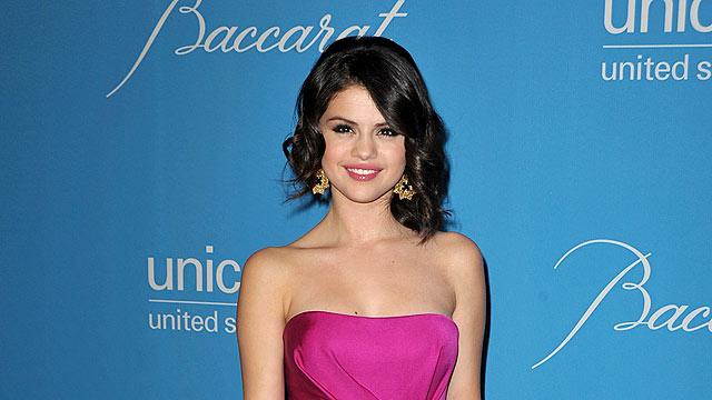 Gomez Selena UNICEF Ball