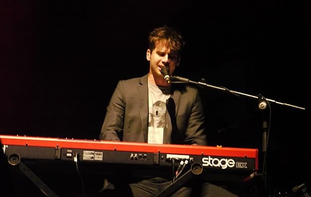 Lead singer Mark Foster performing at Fort Canning (Yahoo! photo/Clarence Chen)