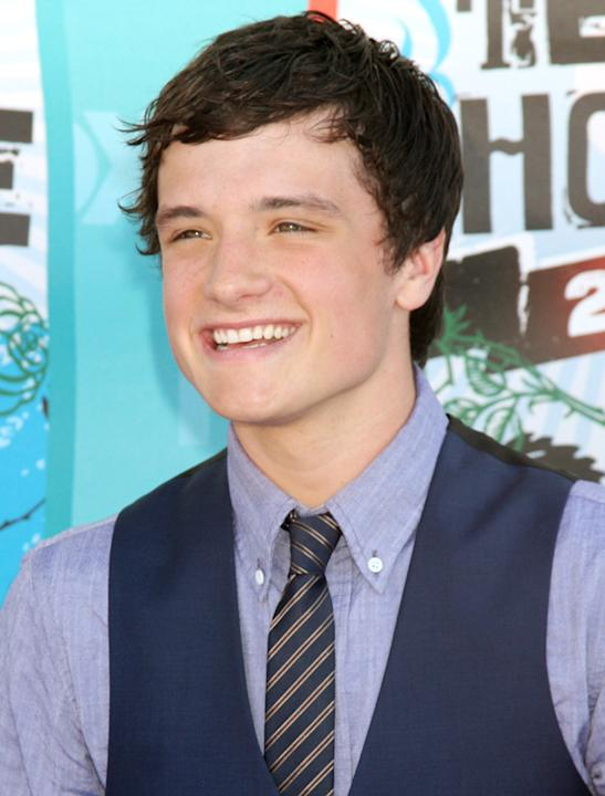 Josh Hutcherson photos: Sigh, if only that smile was in our direction.