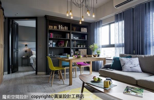 線條優美的書櫃是公共空間的視覺焦點,也是屋主生活重心,餐椅選用馬卡龍色混搭,賞心悅目。