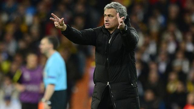 Liga - Mourinho hits out at Spanish press, Casillas