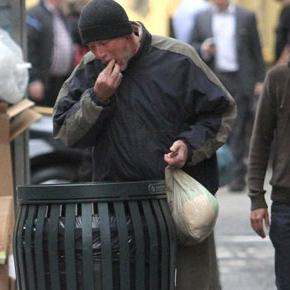 Richard Gere seen eating out of a dustbin in New York!