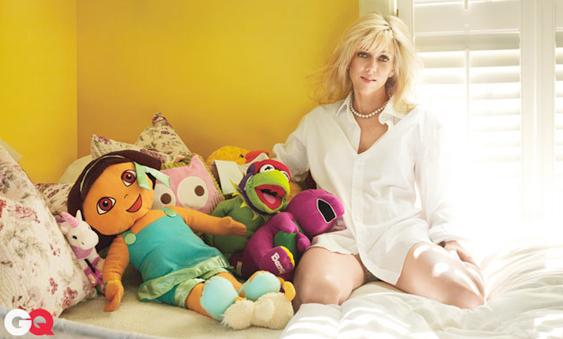 Oh, no. This isn't weird. John Edwards' mistress Rielle Hunter sits pantless in their kid's bedroom among the stuffed animals.