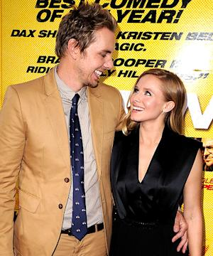 "Kristen Bell, Dax Shepard Consider Having Kids ""Out of Wedlock"""