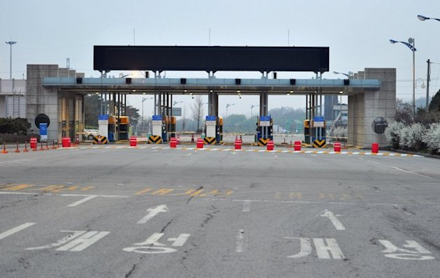 Lights are off at the South Korean checkpoint on the road to Kaesong in North Korea on May 3, 2013. North and South Korea agreed in principle Thursday to hold their first official talks for years, signalling a possible breakthrough in cross-border ties after months of escalated military tensions