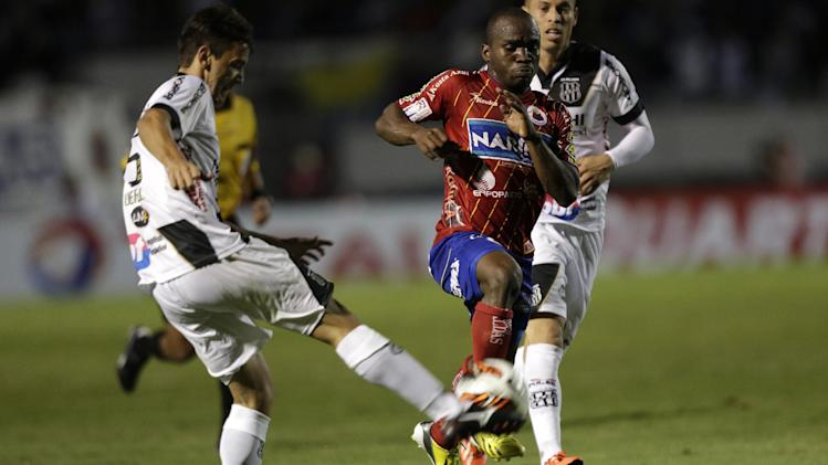 Uendel of Brazil's Ponte Preta, left, fights for a ball with Fausto Obeso of Colombia's Deportivo Pasto at a Copa Sudamericana soccer match in Campinas, Brazil, Wednesday, Sept. 25, 2013