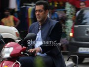 Salman Khan snapped on JAI HO sets; Sridevi's daughter also spotted