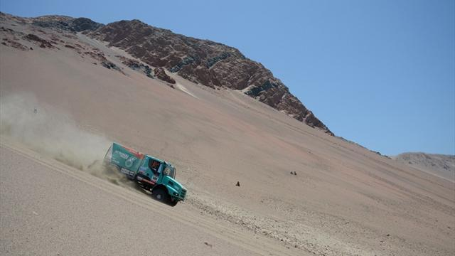 Dakar - Trucks: De Rooy hits summit again after stage five