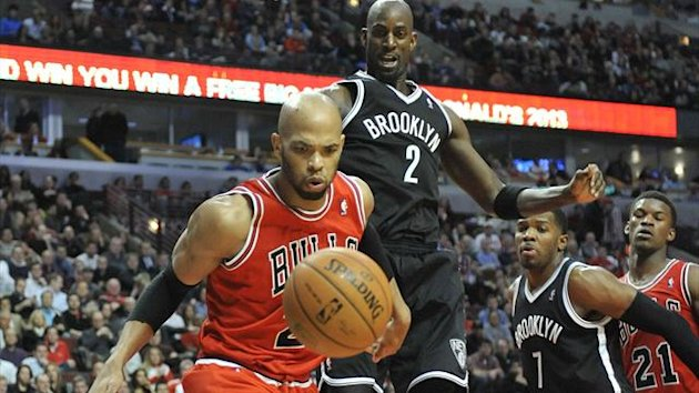 Chicago Bulls power forward Taj Gibson (22) and Brooklyn Nets power forward Kevin Garnett (2) go for the ball (Reuters)