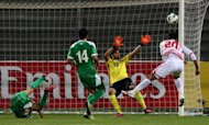 Ali Salem (R) of the UAE heads the ball in front of Iraq's goalkeeper during the 21st Gulf Cup's final on January 18, 2013 in Manama