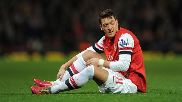 Premier League - Ozil enjoys hectic challenge