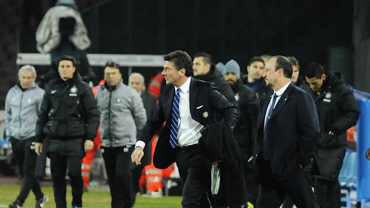 Napoli coach Rafa Benitez, right, and Inter coach Walter Mazzarri walk the pitch at the end of a Serie A soccer match between Napoli and Inter Milan, at the San Paolo stadium in Naples, Italy, Sunday, Dec, 15, 2013