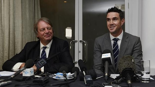 Giles Clarke, chairman of the England and Wales Cricket Board (ECB), attends a news conference with England cricketer Kevin Pietersen (R) after it was announced that Pietersen has signed a new England contract, at the Cinnamon Lakeside hotel in Colombo Oc