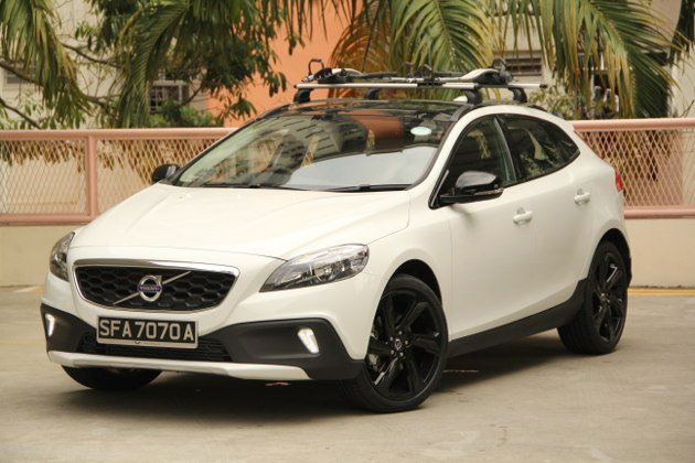 Small hatch looks, SUV style