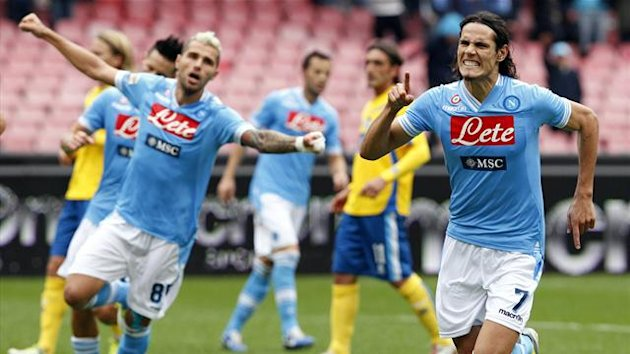 Napoli's Edinson Cavani (R) celebrates after scoring against Pescara