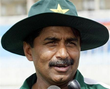 Former Pakistan cricket team coach Javed Miandad speaks in Rawalpindi on March 13, 2004. Pakistan appointed Bob Woolmer as coach in place of Javed Miandad on Wednesday. REUTERS/Mian Khursheed/Files