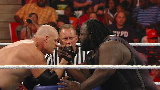 Kane vs. Mark Henry - Arm Wrestling Contest