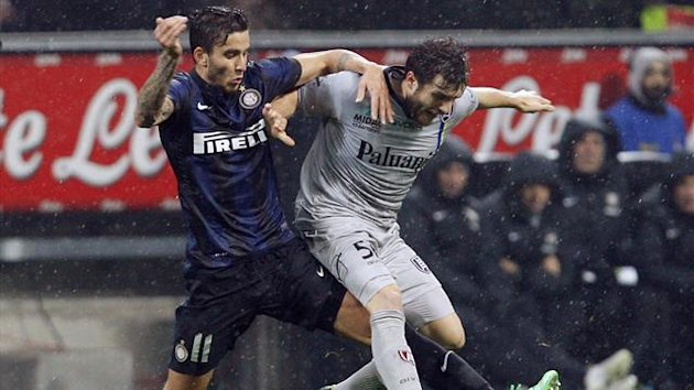 Inter Milan's Ricardo Alvarez (L) fights for the ball with Chievo's Perparim Hetemaj during their Italian Serie A match (Reuters)