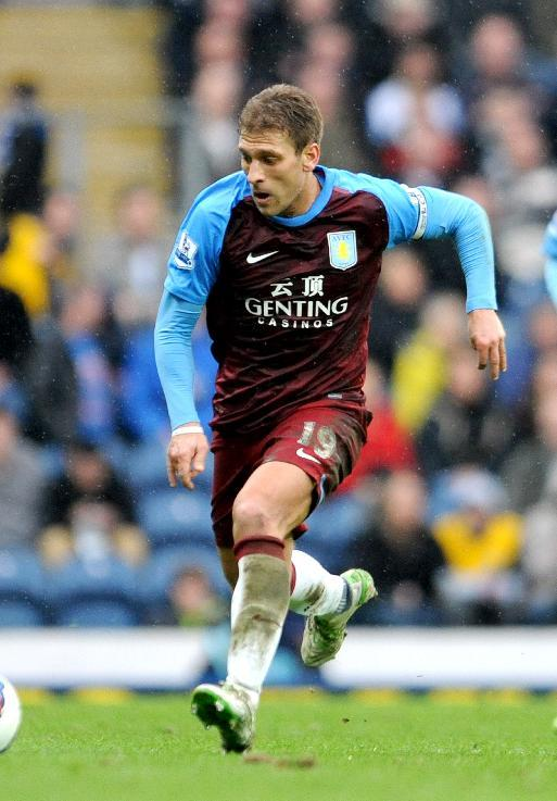 Aston Villa have announced Stiliyan Petrov will remain as captain
