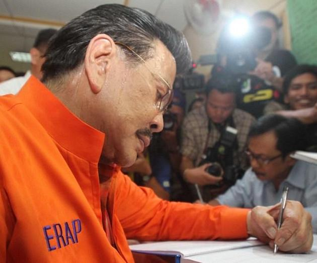 Estrada files COC as Manila mayor
