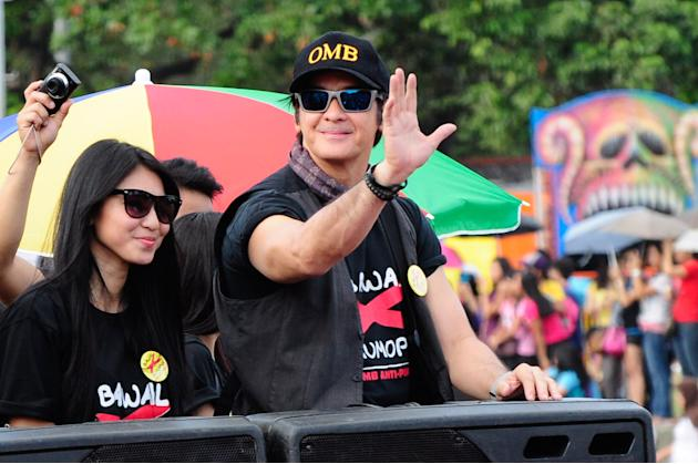Optical Media Board chairman Ronnie Ricketts joins the 2012 Metro Manila Film Festival Parade of Stars on 23 December 2012.  (Angela Galia/NPPA Images)