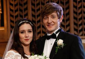 Shannon Woodward, Lucas Neff | Photo Credits: Greg Gayne/FOX