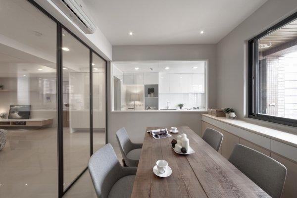 裝潢房子時以大量玻璃材質取代隔間牆,讓空間感變大。圖片提供/睿格室內裝修設計