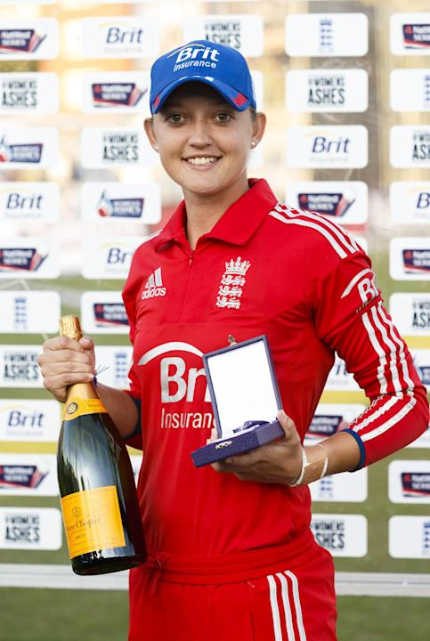 Cricket - Third Women's Ashes One Day International - England Women v Australia Women - County Ground
