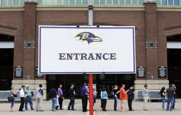 Ravens fans queue up to trade in Ray Rice jerseys