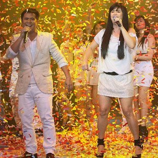 Ogie and Regine with the 'Party Pilipinas' gang (Voltaire Domingo, NPPA Images)