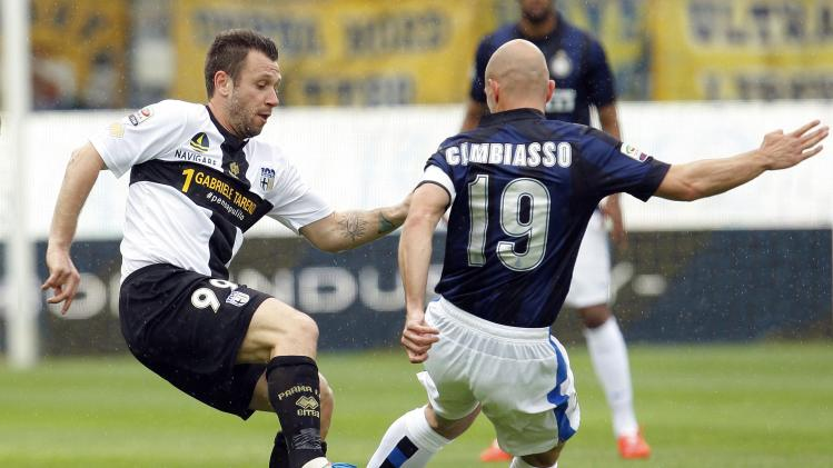 Inter Milan's Cambiasso fights for the ball with Parma's Cassano during their Italian Serie A soccer match at the Tardini stadium in Parma