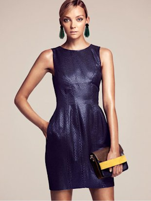 Sleeveless dress with glitter threadding
