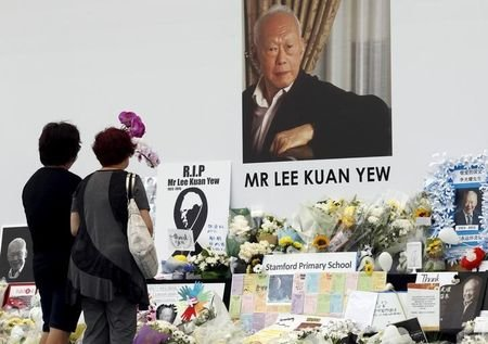 People pay their respects to the late first prime minister Lee Kuan Yew at a community tribute site in Singapore March 28, 2015. REUTERS/Edgar Su