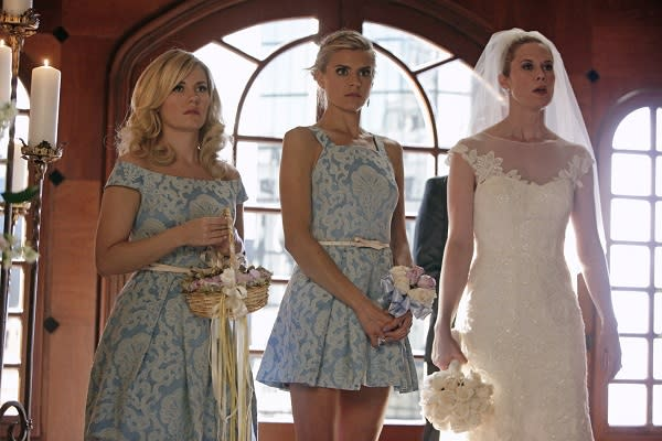 Exclusive Happy Endings First Look: The Third Kerkovich Sister Shows Up, Gets Hitched