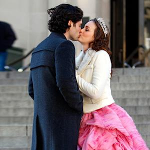 PIC: Gossip Girl's Leighton Meester, Penn Badgley Kiss on Set!