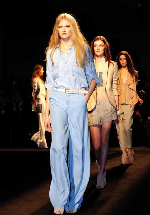 Double denim Mango catwalk
