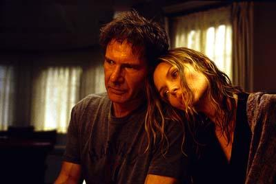 Norman ( Harrison Ford ) and Claire ( Michelle Pfeiffer ) Spencer in Dreamworks' What Lies Beneath