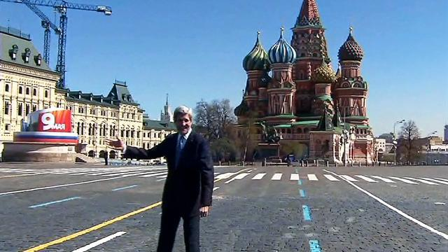 In Russia, Kerry tours Moscow landmarks