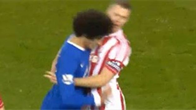 Fellaini headbutts Shawcross