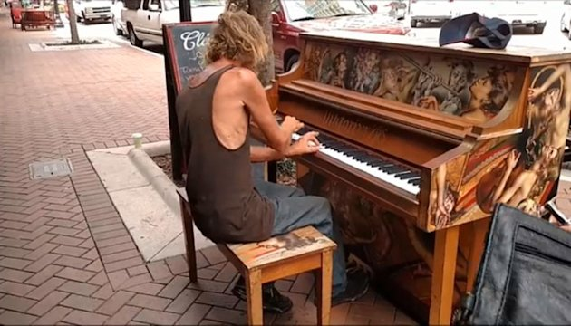 Homeless man's breath-taking piano show stuns passersby